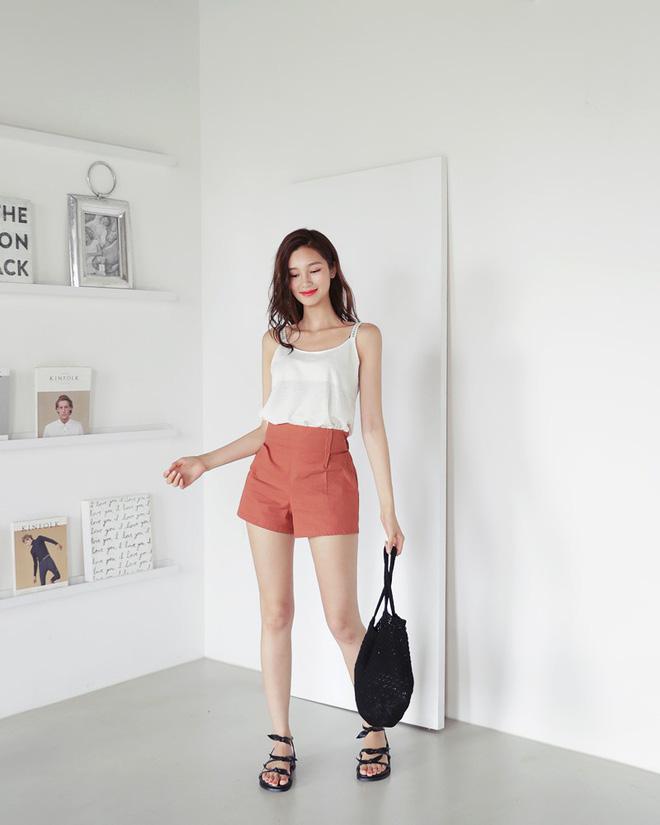 4 kiểu giày/dép bệt luôn sẵn lòng kết thân với quần shorts để ra đúng chất mùa hè - Ảnh 17.