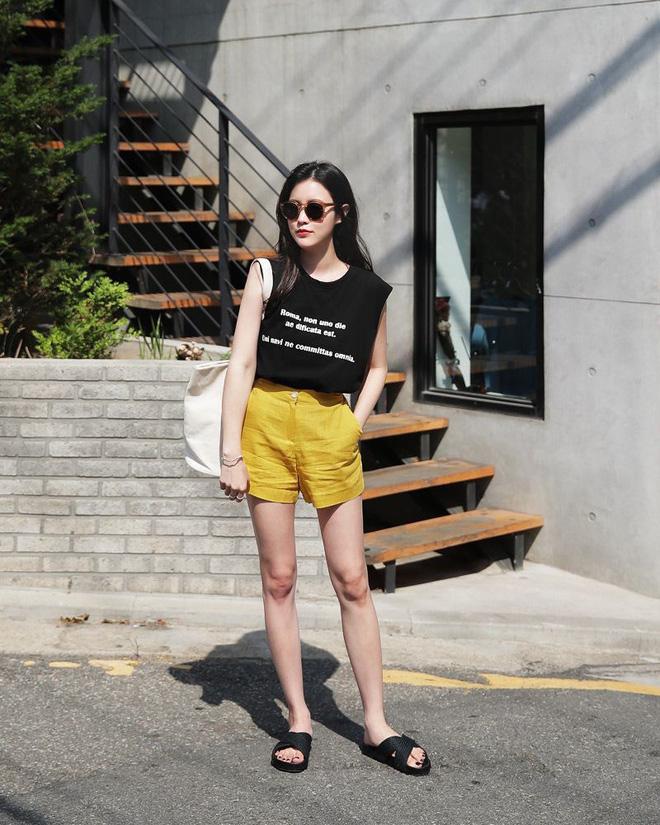 4 kiểu giày/dép bệt luôn sẵn lòng kết thân với quần shorts để ra đúng chất mùa hè - Ảnh 20.