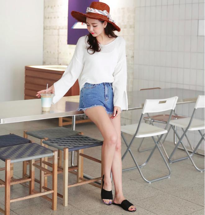 4 kiểu giày/dép bệt luôn sẵn lòng kết thân với quần shorts để ra đúng chất mùa hè - Ảnh 15.