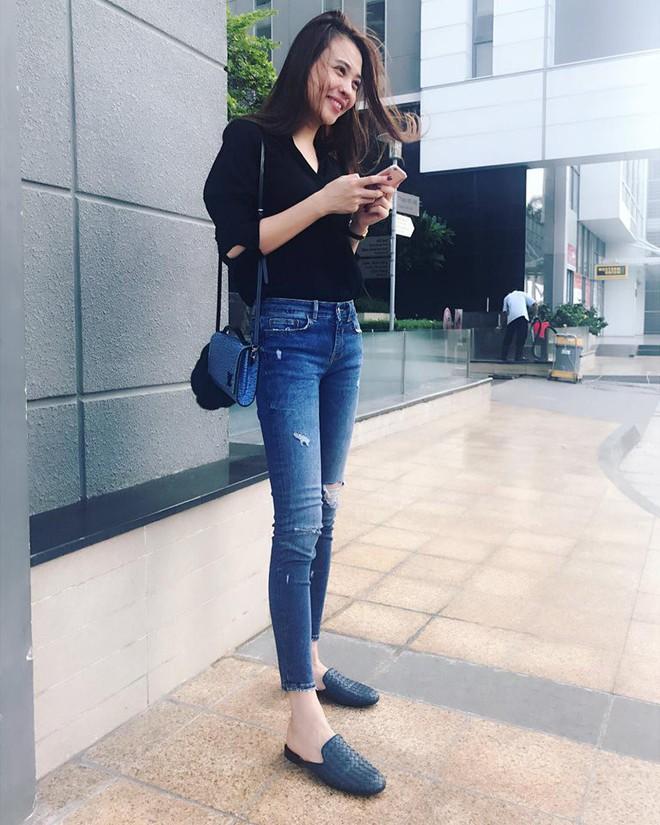 Ai cũng biết lý do Đàm Thu Trang không hay đi giày cao gót, nhưng rõ ràng người đẹp kết hợp giày/dép bệt rất đúng trend - Ảnh 15.