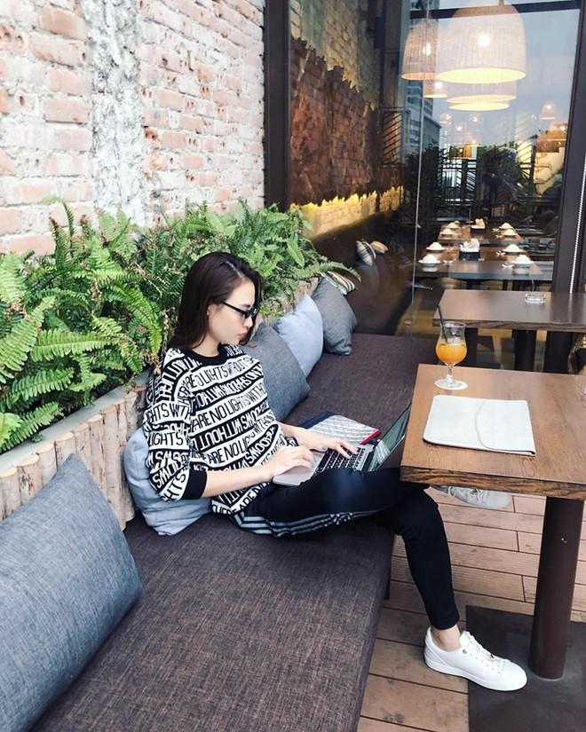 Ai cũng biết lý do Đàm Thu Trang không hay đi giày cao gót, nhưng rõ ràng người đẹp kết hợp giày/dép bệt rất đúng trend - Ảnh 4.