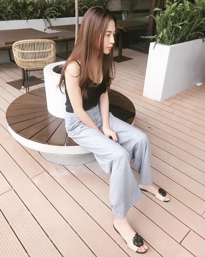 Ai cũng biết lý do Đàm Thu Trang không hay đi giày cao gót, nhưng rõ ràng người đẹp kết hợp giày/dép bệt rất đúng trend - Ảnh 20.