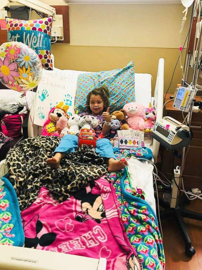 Hít phải nước bể bơi, bé gái 4 tuổi suýt mất mạng vì đuối nước trên cạn - Ảnh 2.