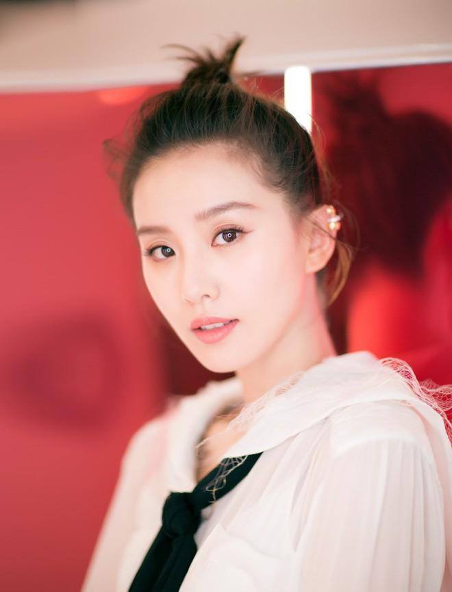 Hậu tin đồn ly hôn, Lưu Thi Thi xuất hiện với mái tóc ngắn ngủn lại bù xù kém sắc - Ảnh 7.