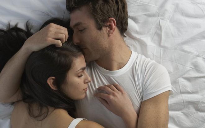 Xem nhiều phim tình cảm để rồi lấy chồng mới nhận ra chuyện ấy trong thực tế khác một trời một vực trên phim - Ảnh 1.