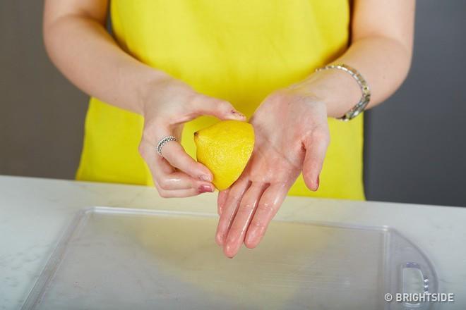 8 mẹo vặt dễ giật mình nhưng lại cực hữu ích trong nhà bếp mà bà nội trợ nào cũng nên biết - Ảnh 3.