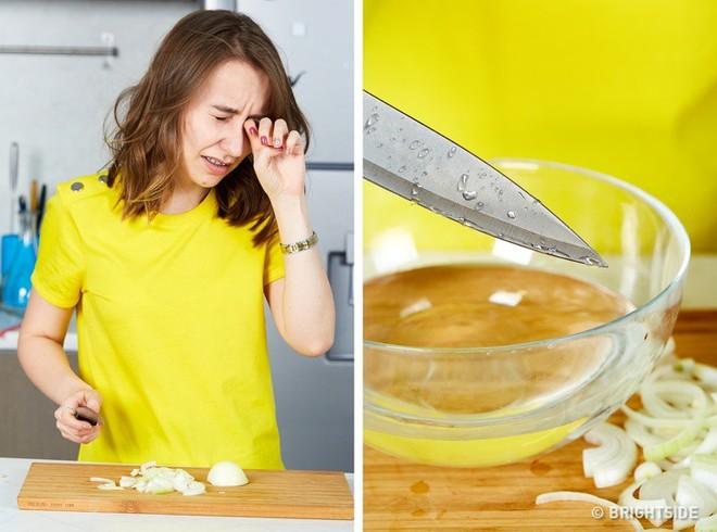 8 mẹo vặt dễ giật mình nhưng lại cực hữu ích trong nhà bếp mà bà nội trợ nào cũng nên biết - Ảnh 4.