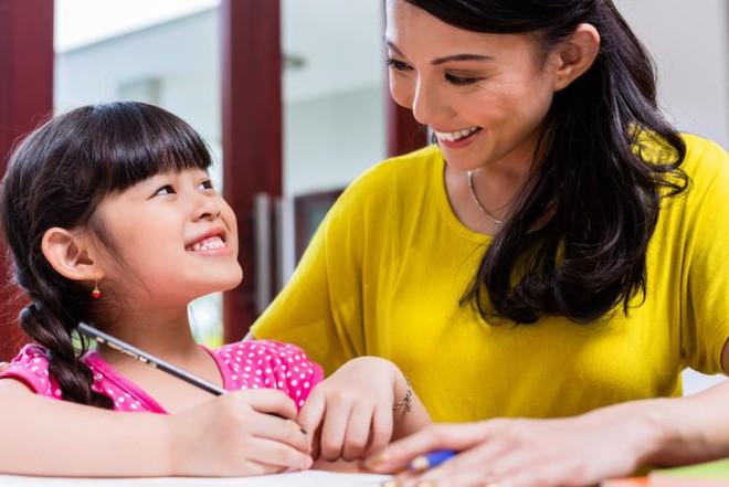 Những đứa trẻ tự tin, lạc quan luôn được cha mẹ thủ thỉ những câu nói vàng mười này mỗi ngày - Ảnh 1.