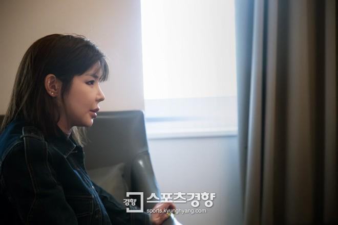 Mải miết chỉnh sửa nhan sắc, hiện tại nữ hoàng mặt nhựa Park Bom trông ra sao - Ảnh 19.
