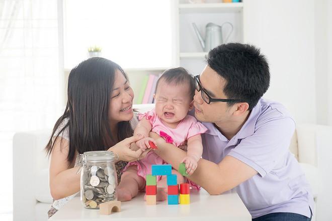 Vội vàng dỗ con nín khóc - mẹ đang tước đi kỹ năng mà đến người lớn cũng cần học hỏi - Ảnh 2.