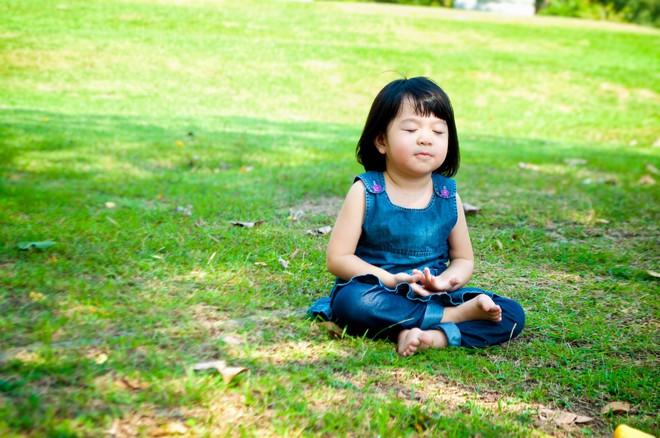 Bằng những cách đơn giản này, bố mẹ sẽ nhanh chóng giúp con hết căng thẳng, lo âu - Ảnh 2.