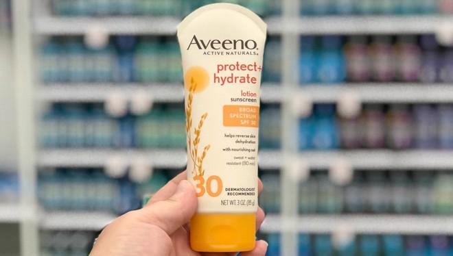 Chăm da mùa nắng: 5 lọ kem dưỡng body kiêm cả chống nắng giá dưới 300k dành cho bạn - Ảnh 6.