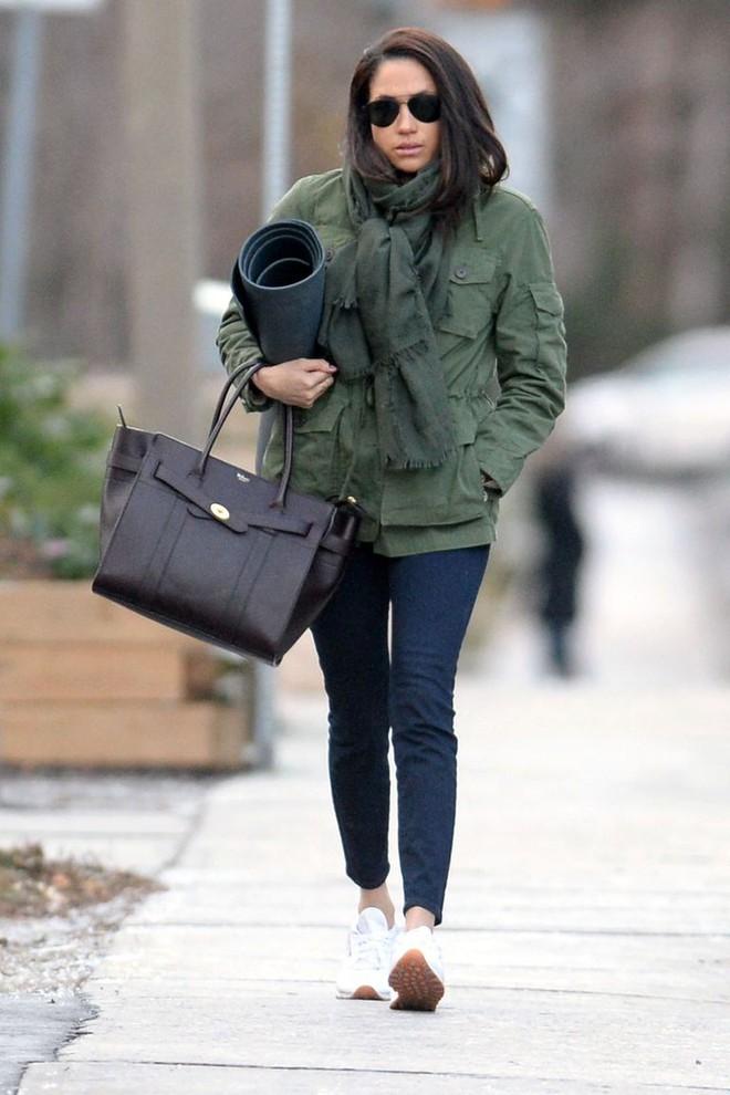 Giữa vô vàn mẫu giày thể thao đẹp, Meghan Markle chỉ mê đắm đôi sneakers trắng này - Ảnh 5.