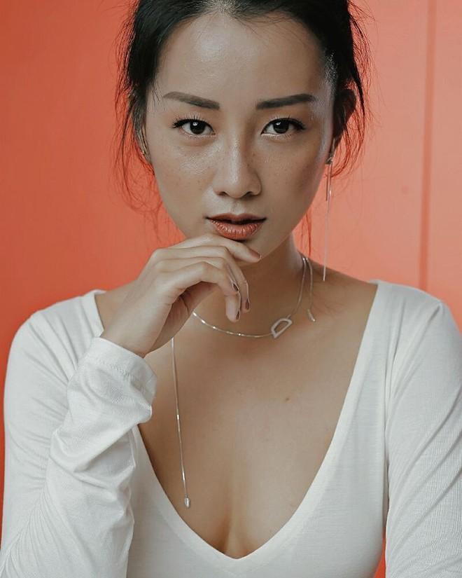 Ngỡ ngàng trước nhan sắc ngoài 30 xinh đẹp, gợi cảm của MC The Voice - Đặng Quỳnh Chi - Ảnh 1.