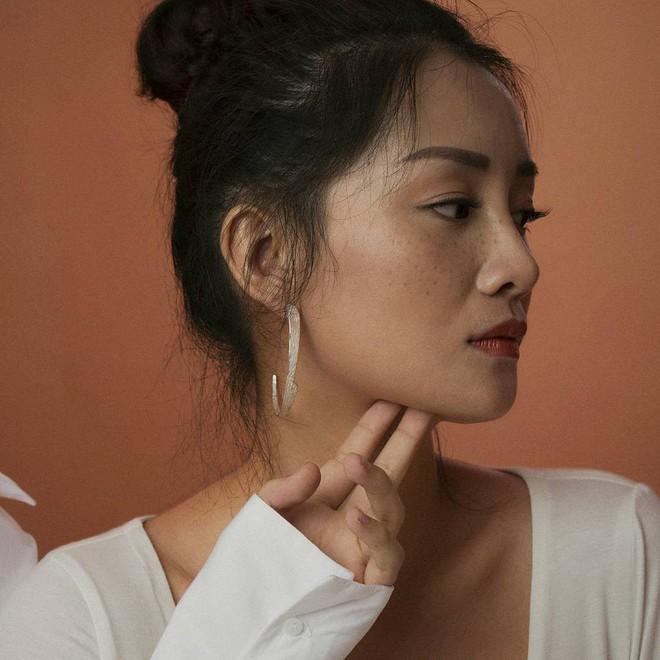 Ngỡ ngàng trước nhan sắc ngoài 30 xinh đẹp, gợi cảm của MC The Voice - Đặng Quỳnh Chi - Ảnh 3.