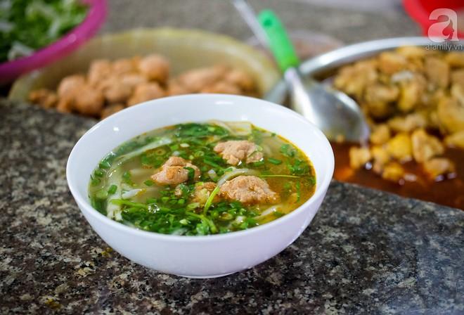 Đi một vòng Sài Gòn ghé 6 quán bánh canh siêu ngon mà giá bình dân, ăn một lần là thương nhớ - Ảnh 28.