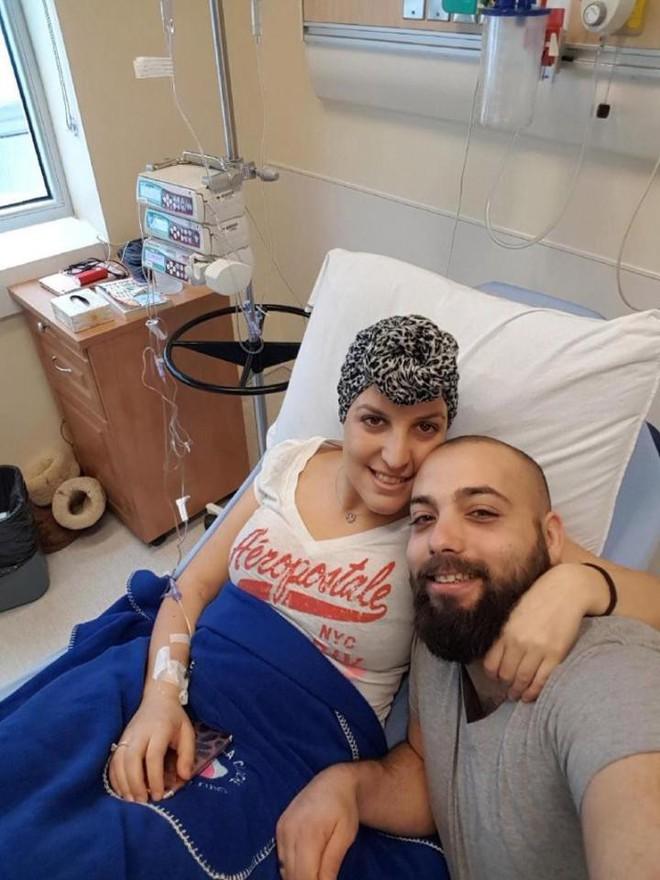 Cô giáo bị sốc khi phát hiện ra vết thâm tím bình thường trên bụng lại là dấu hiệu của ung thư buồng trứng - Ảnh 4.