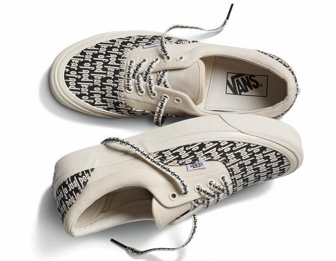 Vans x Fear of God: Vốn nổi tiếng là hãng bán sneakers bình dân, đôi Vans này lại có giá đến 16 triệu đồng - Ảnh 1.