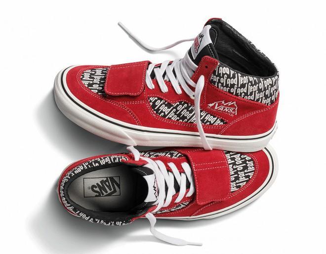 Vans x Fear of God: Vốn nổi tiếng là hãng bán sneakers bình dân, đôi Vans này lại có giá đến 16 triệu đồng - Ảnh 9.