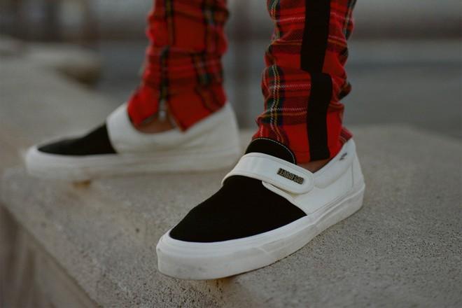 Vans x Fear of God: Vốn nổi tiếng là hãng bán sneakers bình dân, đôi Vans này lại có giá đến 16 triệu đồng - Ảnh 13.