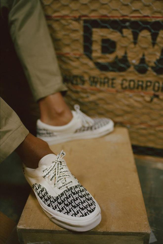 Vans x Fear of God: Vốn nổi tiếng là hãng bán sneakers bình dân, đôi Vans này lại có giá đến 16 triệu đồng - Ảnh 6.