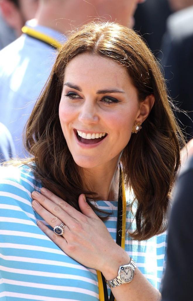 Tưởng chỉ cần ăn mặc trang nhã là đủ, hóa ra thành viên hoàng gia Anh phải tuân thủ cả chục quy tắc thời trang khắt khe - Ảnh 2.