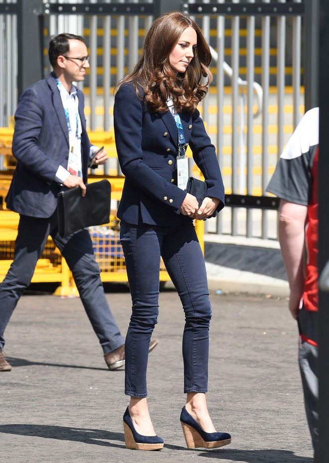 Tưởng chỉ cần ăn mặc trang nhã là đủ, hóa ra thành viên hoàng gia Anh phải tuân thủ cả chục quy tắc thời trang khắt khe - Ảnh 11.