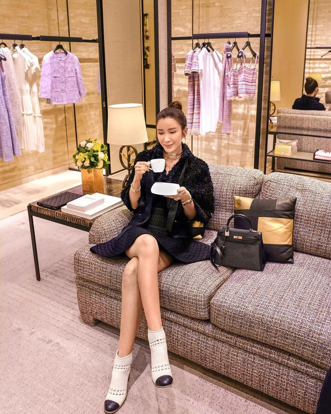 Jamie Chua - bà hoàng sở hữu nhiều túi Hermes nhất thế giới, lộ nhan sắc khác lạ, cằm ngày càng dài ngoằng và nụ cười gượng gạo vô hồn - Ảnh 2.