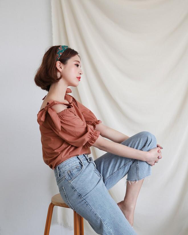 Không cần chọn kiểu dáng, chỉ cần kết hợp cùng 5 gam màu này là set đồ với quần jeans nhìn long lanh hết mức - Ảnh 4.