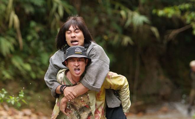 Huy Khánh bầm dập, ám ảnh vì cõng Kiều Minh Tuấn suốt 1 tháng - Ảnh 2.