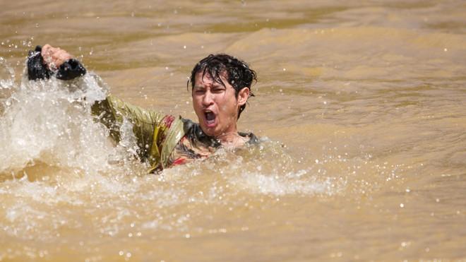 Huy Khánh bầm dập, ám ảnh vì cõng Kiều Minh Tuấn suốt 1 tháng - Ảnh 7.