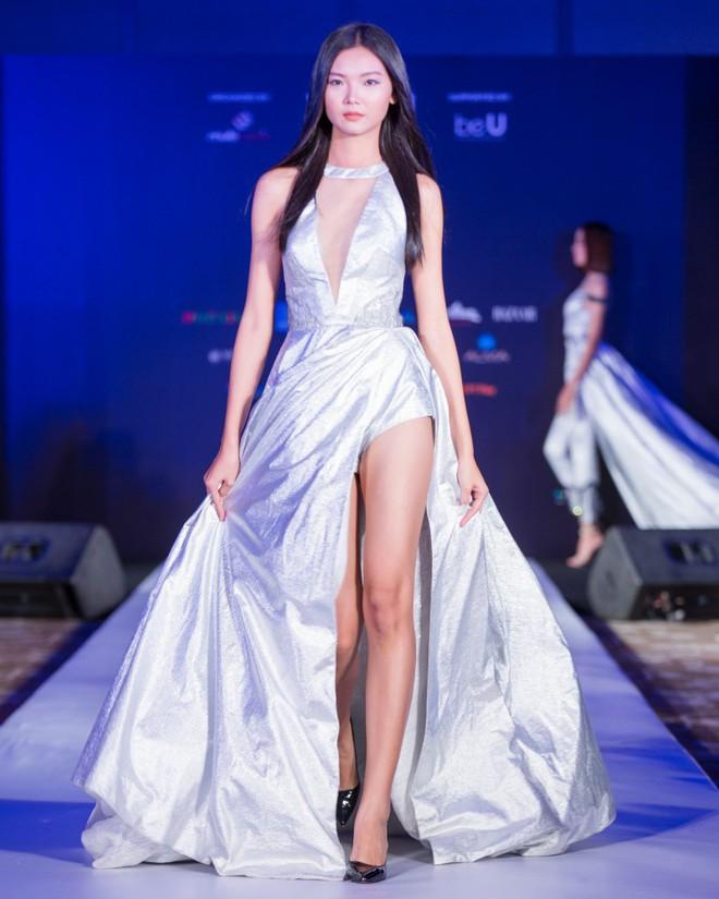 Hơn 1 tuần nữa mới khai mạc nhưng Vietnam International Fashion Week đã hé lộ dần các thiết kế mới - Ảnh 14.