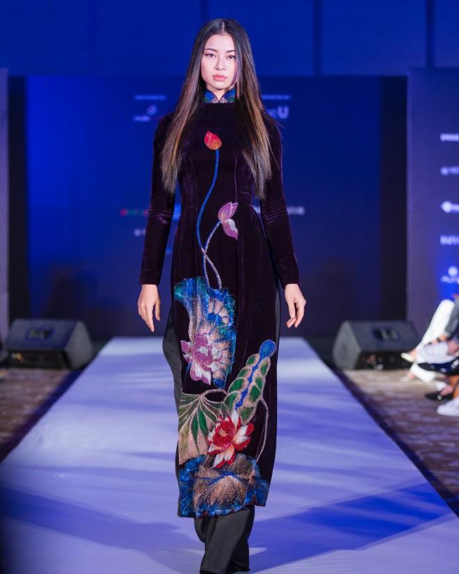 Hơn 1 tuần nữa mới khai mạc nhưng Vietnam International Fashion Week đã hé lộ dần các thiết kế mới - Ảnh 3.