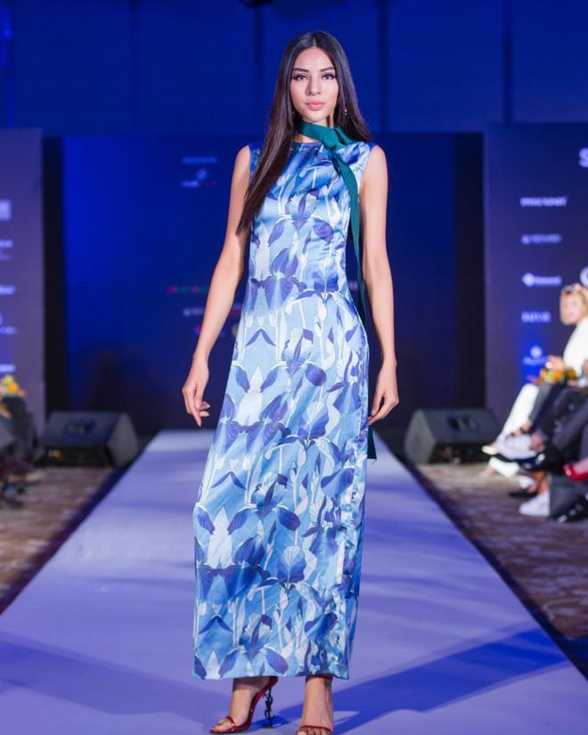 Hơn 1 tuần nữa mới khai mạc nhưng Vietnam International Fashion Week đã hé lộ dần các thiết kế mới - Ảnh 4.