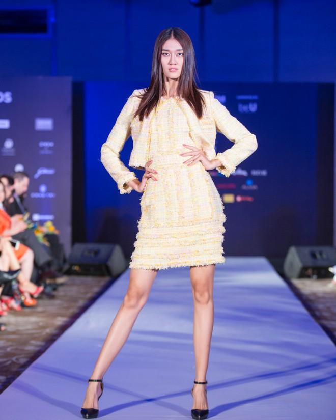 Hơn 1 tuần nữa mới khai mạc nhưng Vietnam International Fashion Week đã hé lộ dần các thiết kế mới - Ảnh 5.