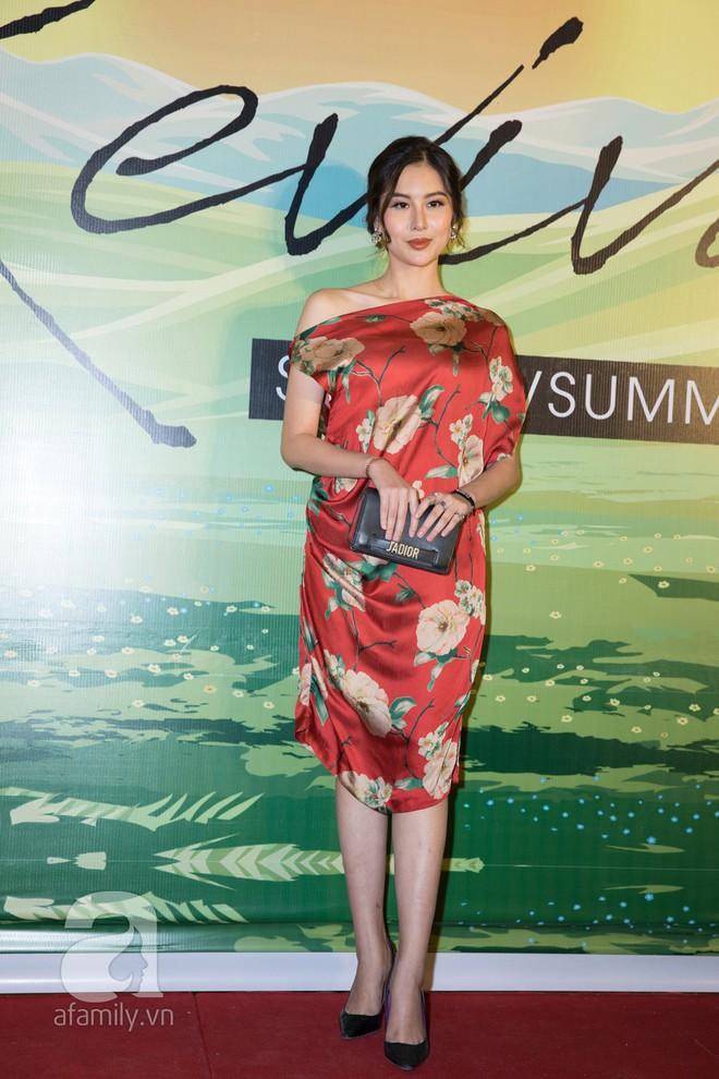 Tóc Tiên diện đầm mỏng tanh lộ dấu vết miếng dán ngực trên thảm đỏ thời trang - Ảnh 2.