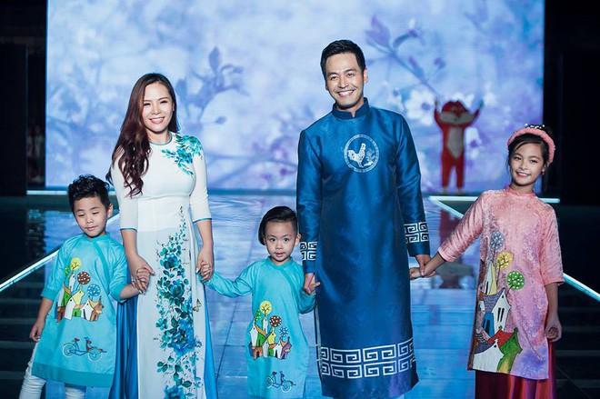 Gia đình danh hài Xuân Bắc lần đầu tiên tham dự Tuần lễ thời trang thiếu nhi 2018 - Ảnh 3.
