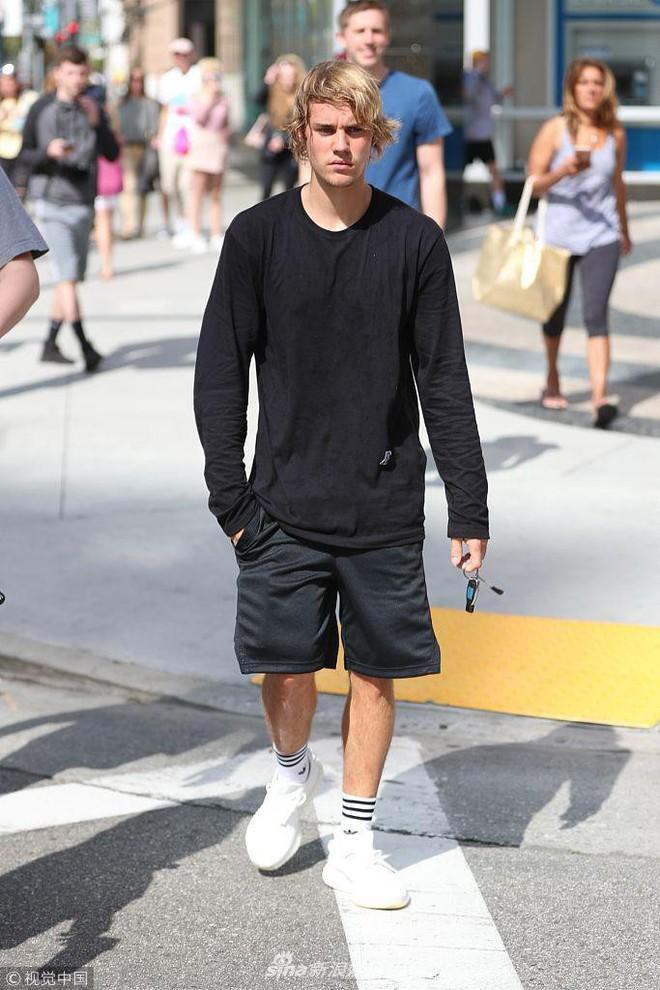 Justin Bieber vui vẻ gặp gỡ bạn bè, không còn ủ dột như ngày mới chia tay Selena Gomez - Ảnh 4.