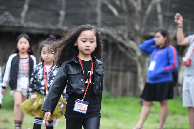Gia đình danh hài Xuân Bắc lần đầu tiên tham dự Tuần lễ thời trang thiếu nhi 2018 - Ảnh 5.