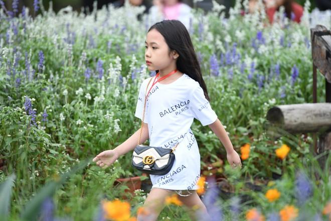 Gia đình danh hài Xuân Bắc lần đầu tiên tham dự Tuần lễ thời trang thiếu nhi 2018 - Ảnh 6.