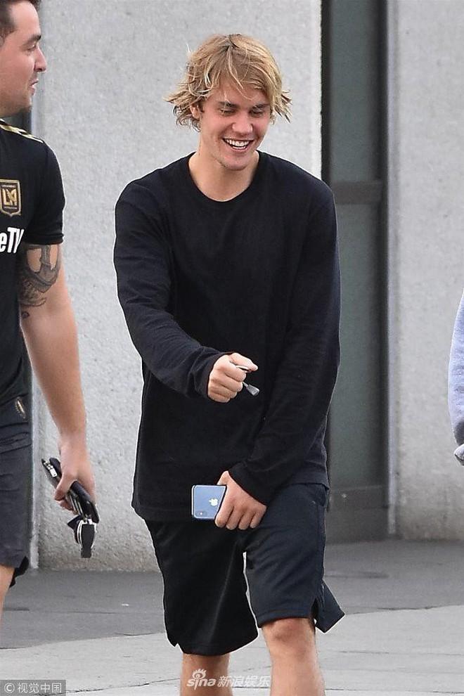 Justin Bieber vui vẻ gặp gỡ bạn bè, không còn ủ dột như ngày mới chia tay Selena Gomez - Ảnh 5.