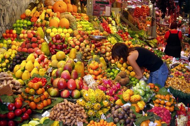Ăn trái cây chưa rửa sạch, một người phụ nữ đã mắc phải căn bệnh ung thư ruột - Ảnh 2.