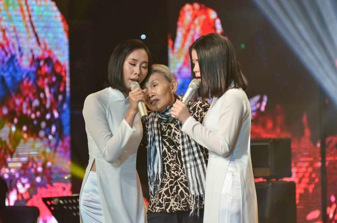 Hoàng Oanh hốt hoảng bảo vệ cô gái 17 tuổi bị thả thính trên truyền hình - Ảnh 13.