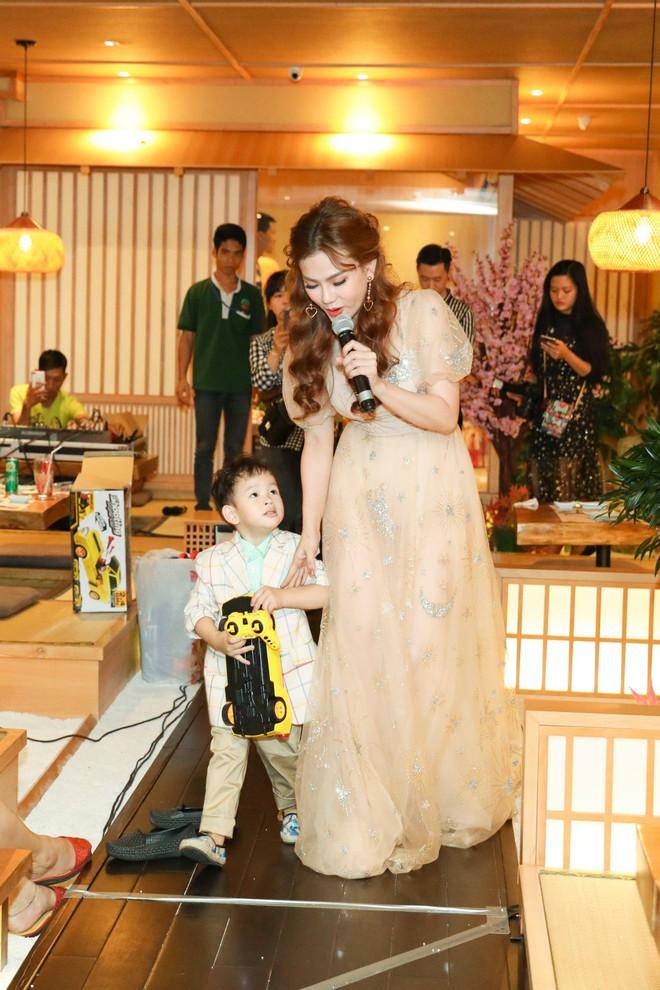 Thu Thủy xúc động hát tặng cho con trai cưng trong ngày sinh nhật lên 3 - Ảnh 19.