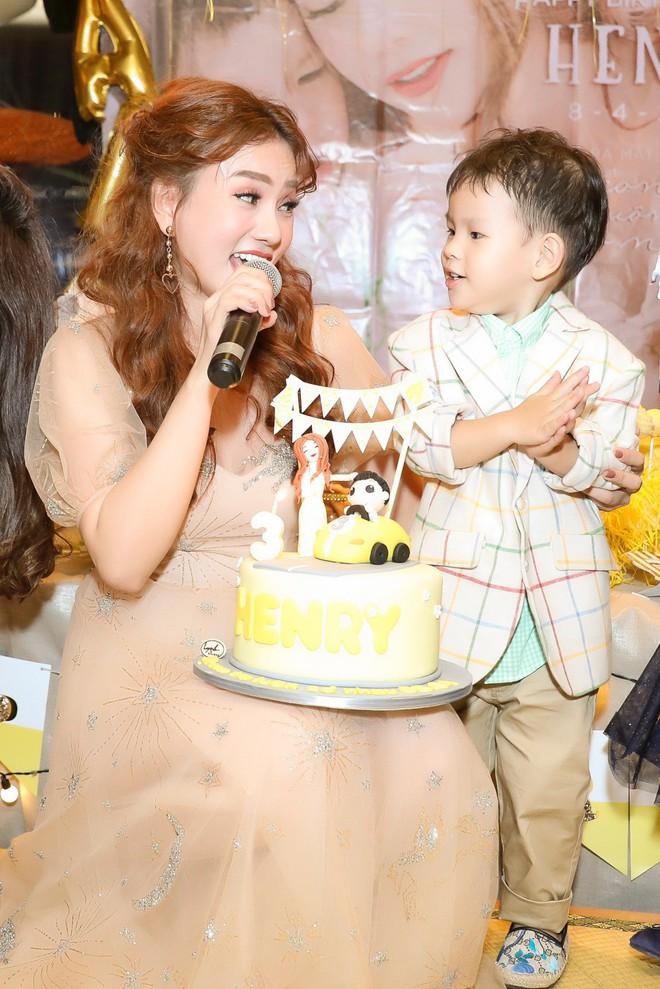 Thu Thủy xúc động hát tặng cho con trai cưng trong ngày sinh nhật lên 3 - Ảnh 21.