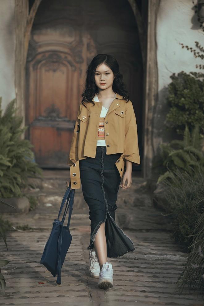 Gia định MC Phan Anh rực rỡ sắc hồng trong ngày thứ 2 của Tuần lễ thời trang thiếu nhi 2018 - Ảnh 18.