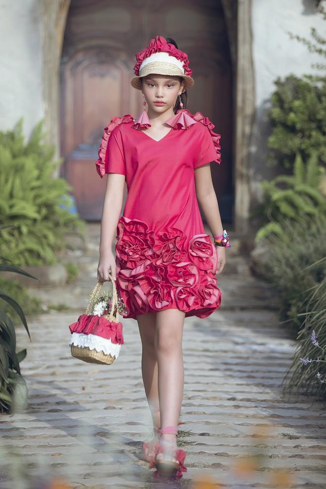 Gia định MC Phan Anh rực rỡ sắc hồng trong ngày thứ 2 của Tuần lễ thời trang thiếu nhi 2018 - Ảnh 8.
