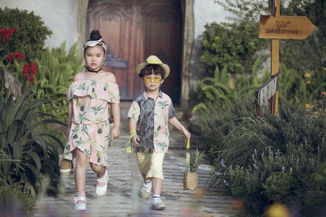 Gia định MC Phan Anh rực rỡ sắc hồng trong ngày thứ 2 của Tuần lễ thời trang thiếu nhi 2018 - Ảnh 11.