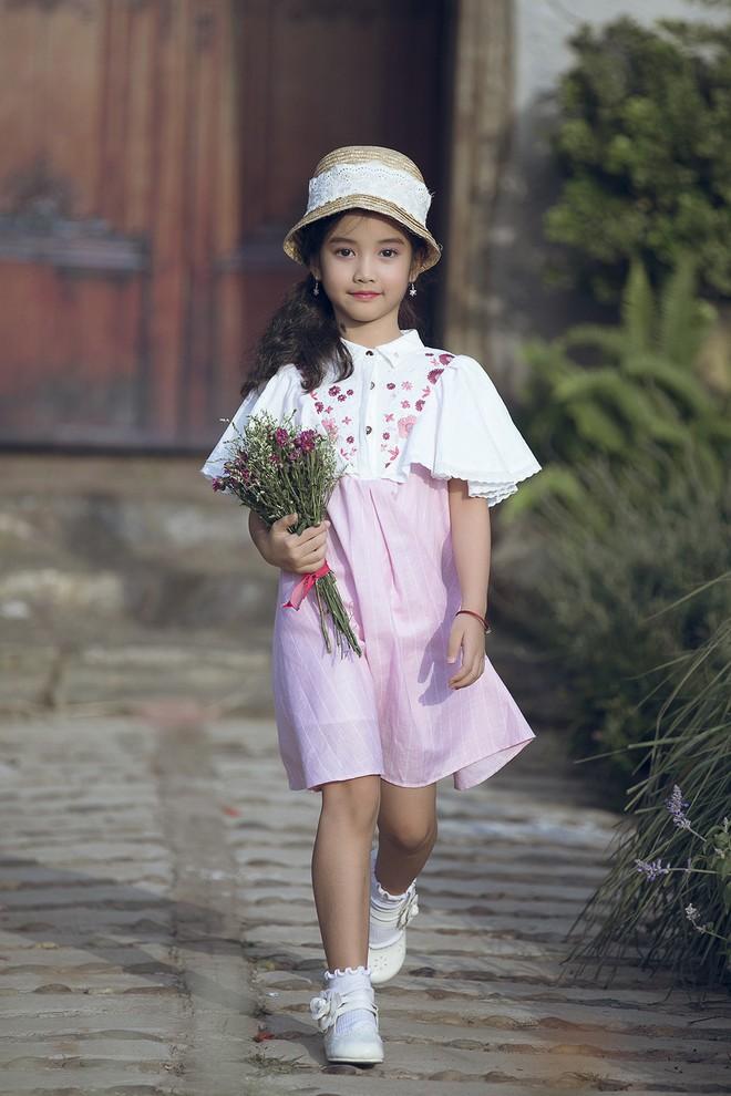 Gia định MC Phan Anh rực rỡ sắc hồng trong ngày thứ 2 của Tuần lễ thời trang thiếu nhi 2018 - Ảnh 12.