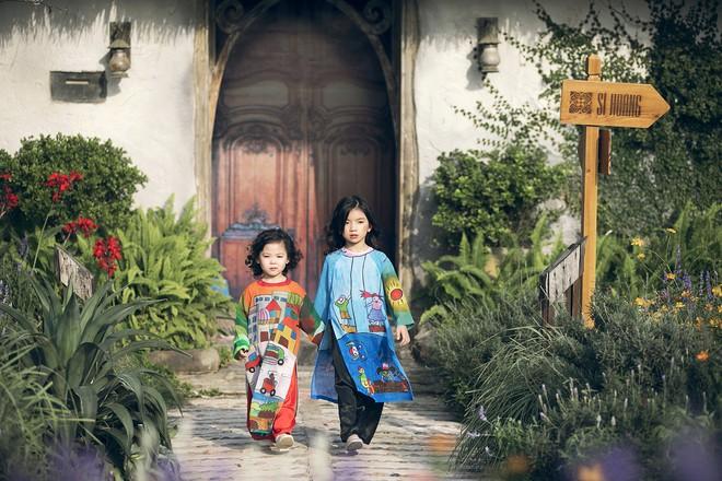 Gia định MC Phan Anh rực rỡ sắc hồng trong ngày thứ 2 của Tuần lễ thời trang thiếu nhi 2018 - Ảnh 2.